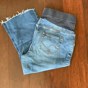 Oh Baby by Motherhood. Cropped Jean Pants